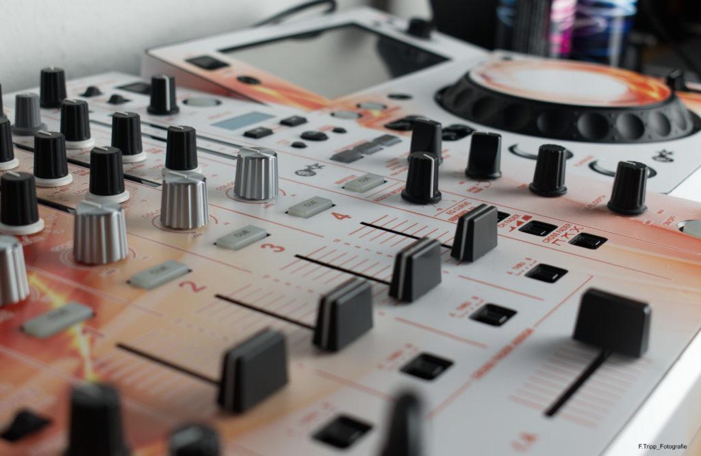 Pioneer DJ Mischpult und XDJ Player